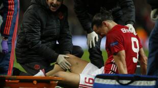 Zlatan Ibrahimovic sofreu lesão durante jogo contra Anderlecht.