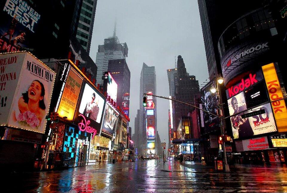Bão Sandy tại Mỹ : Time Square vắng người. Manhattan tựa như một thành phố ma (AFP)