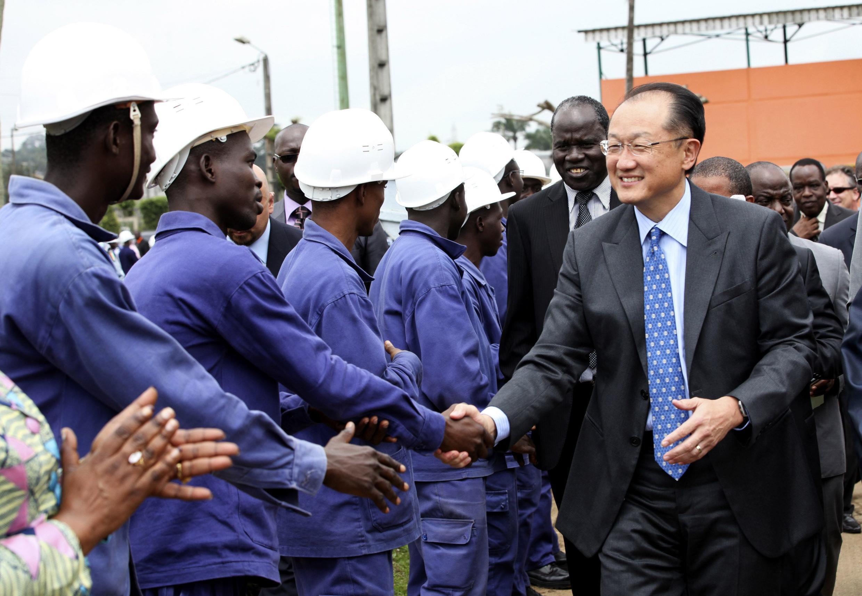 Shugaban Bankin Duniya, Jim Yong Kim, a lokacin ziyararsa a kasar Cote d'Ivoir