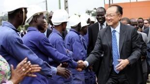 Le nouveau président de la Banque mondiale, Jim Yong Kim, à Abidjan le 4 septembre 2012.