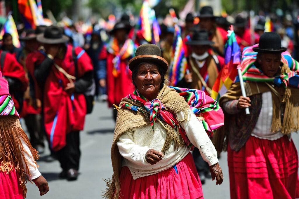 Thổ dân Bolivia biểu tình ủng hộ cựu tổng thống Evo Moralès, đang tị nạn tại Mêhicô. Ảnh chụp ngày 15/11/2019, tại thủ đô La Paz, Bolivia.