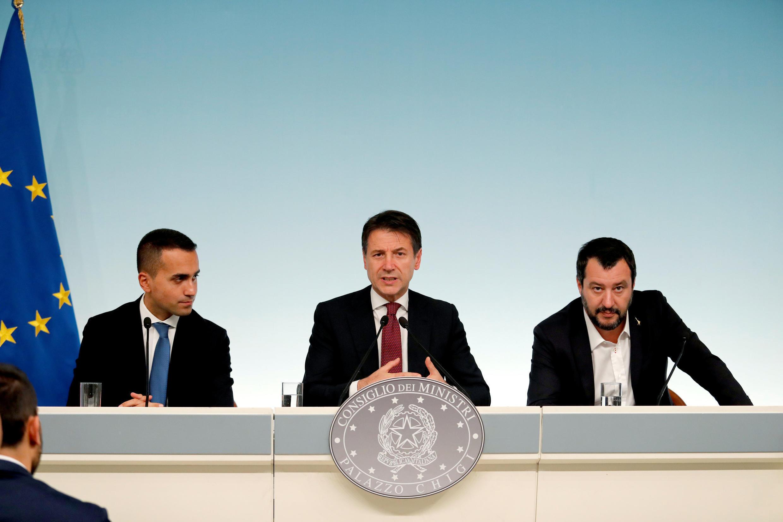 Thủ tướng Ý Giuseppe Conte (G), bộ trưởng Nội Vụ Matteo Salvini (T) và phó thủ tướng Luigi Di Maio (P) tại Roma, 20/10/2018.