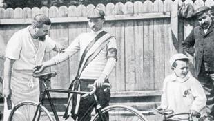 Ciclista en la primera edición del Tour de Francia, en 1903.