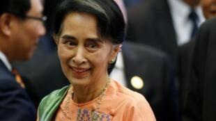 លោកស្រី Aung San Suu Kyi ប្រមុខរដ្ឋាភិបាលស៊ីវីលភូមា