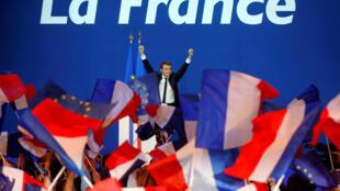 在總統大選第一輪投票中勝出的前進黨候選人馬克隆  2017年4月23日