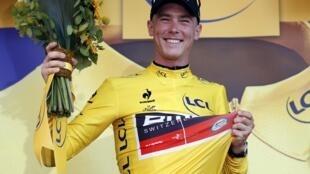 Rohan Dennis primer maillot amarillo de la edicion 2015 del Tour de Francia.