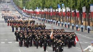 Cuôc duyệt binh nhân Quốc khánh Pháp 14/07/2017 làm tổng thống Mỹ rất thích thú.