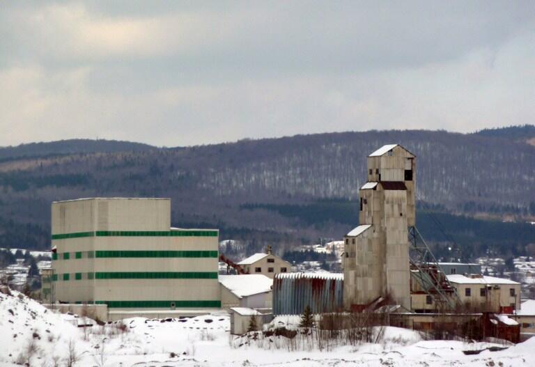 Une ancienne usine d'amiante, à Thetford Mines, dans la province du Québec (Canada), le 14 février 2012. L'utilisation, l'importation et l'exportation d'amiante sera interdit en 2018 au Canada.