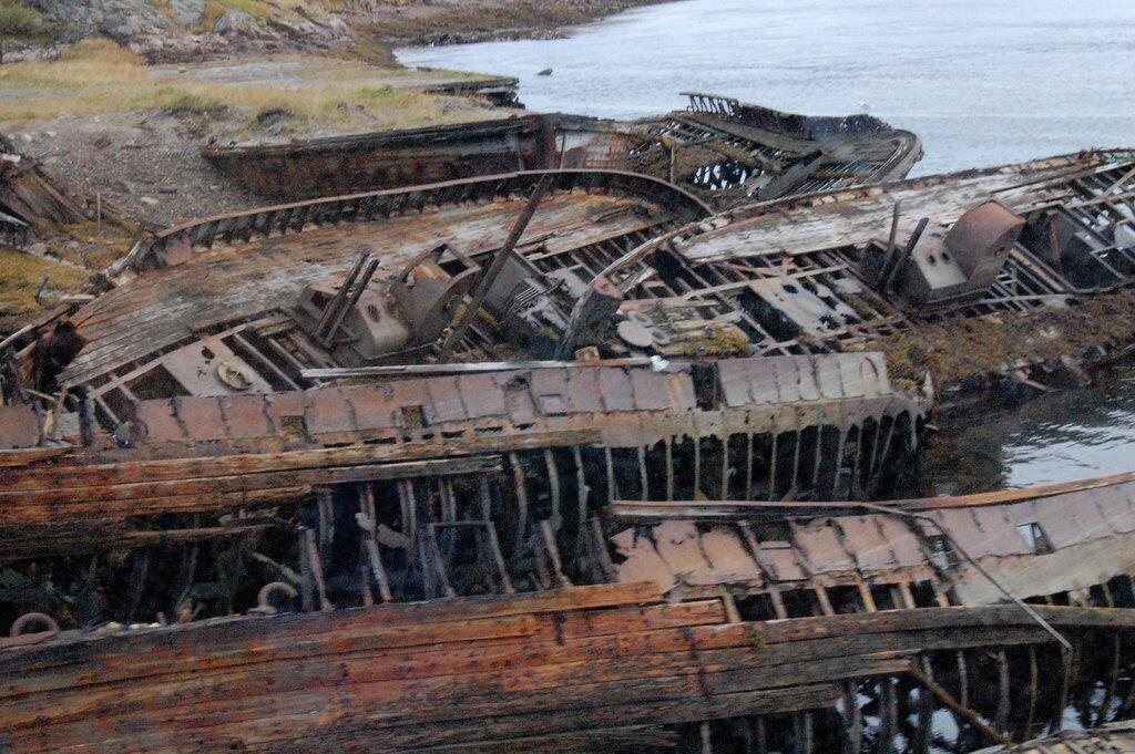 Des épaves de bateaux en tous genres à Teriberka, sur la côte de la mer de Barents, dans le nord-ouest de la Russie, en 2010.