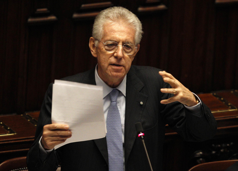 O primeiro-ministro italiano, Mario Monti, discursa na Câmara dos Deputados, em Roma.