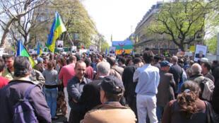 Même à Paris : organisations et associations kabyles et berbères manifestent, place de la République, le 18 avril 2010.
