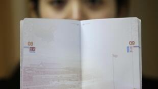 Hộ chiếu mới in bản đồ hình lưỡi bò chiếm gần hết Biển Đông của Trung Quốc khiến nhiều nước phản ứng.