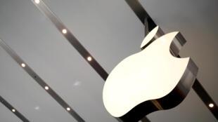 Apple est devenue cet été la première entreprise à franchir la barre symbolique des mille milliards de dollars en Bourse.
