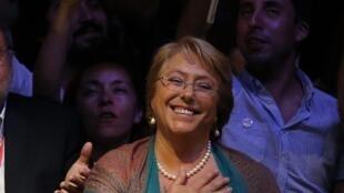 Michelle Bachelet célèbre sa victoire, ce dimanche 15 décembre 2013.