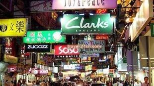香港一条购物街夜景