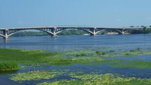 Vue sur le fleuve Dniepr, en Ukraine, qui peut maintenant accueillir de nouveau des péniches pour la première fois depuis 2003 (Photo d'illustration).