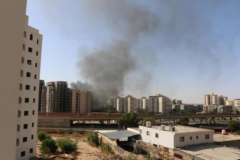 Tras los combates cerca del aeropuerto de Trípoli, este 13 de julio de 2014.