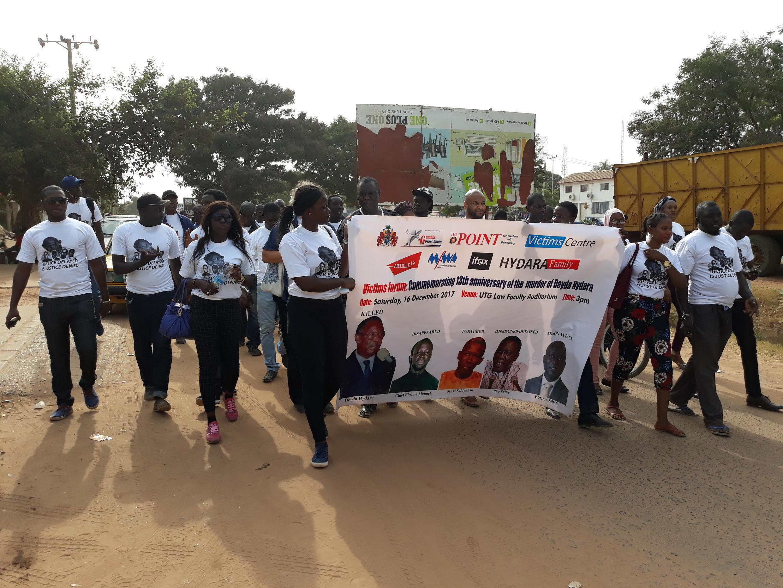 Manifestation à Banjul le 16 décembre 2017 en hommage à Deyda Hydara, journaliste gambien assassiné.