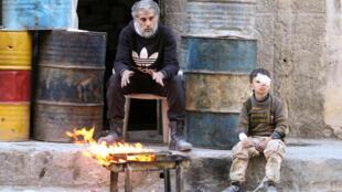 Feridos nas ruas de Aleppo, que teve um de seus últimos hospitais destruídos pelo regime de Damasco