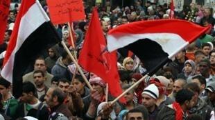 Le centre ville de Ramallah, 12 février 2011, des drapeaux aux couleurs de l'Egypte rappellent que les yeux étaient braqués sur la place Tahrir du Caire.