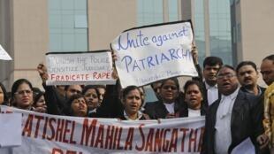 Manifestação de apoio à família da vítima do estupro coletivo em Nova Délhi.