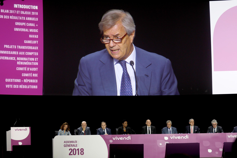 Depuis la semaine dernière Vincent Bolloré ne dirige plus directement ni Vivendi ni Canal+, il a passé la main à son propre fils.