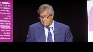 Desde a semana passada Vincent Bolloré já não dirige nem a Vivendi nem o Canal plus, tendo passado o testemunho ao filho.