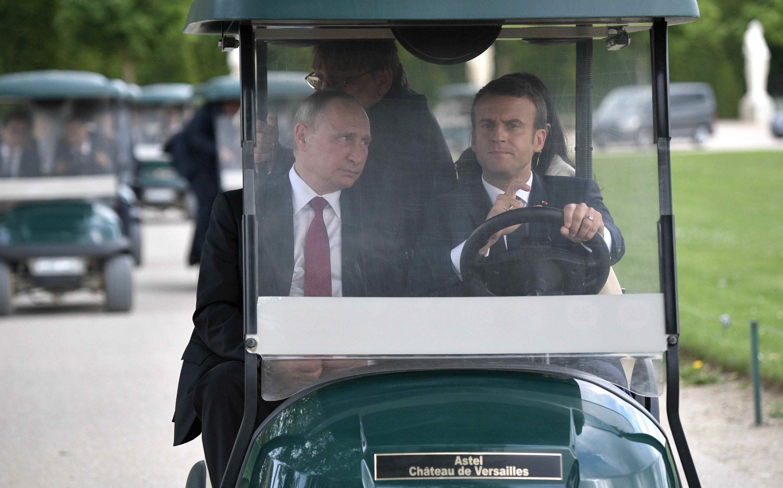 O que será que Macron e Putin conversaram nesse passeio pelos jardins de Versailles em 29 de maio de 2017?