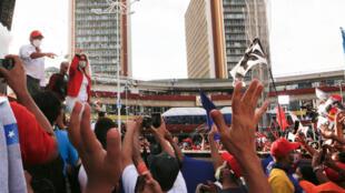 La primera dama Cilia Flores (I) abrió la campaña oficialista para las parlamentarias en Caracas, el 3 de noviembre