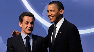 O presidente francês, Nicolas Sarkozy, e o presidente norte-americano, Barack Obama,  durante cúpula sobre segurança nuclear que aconteceu em Washington, dia 12 de abril de 2010.