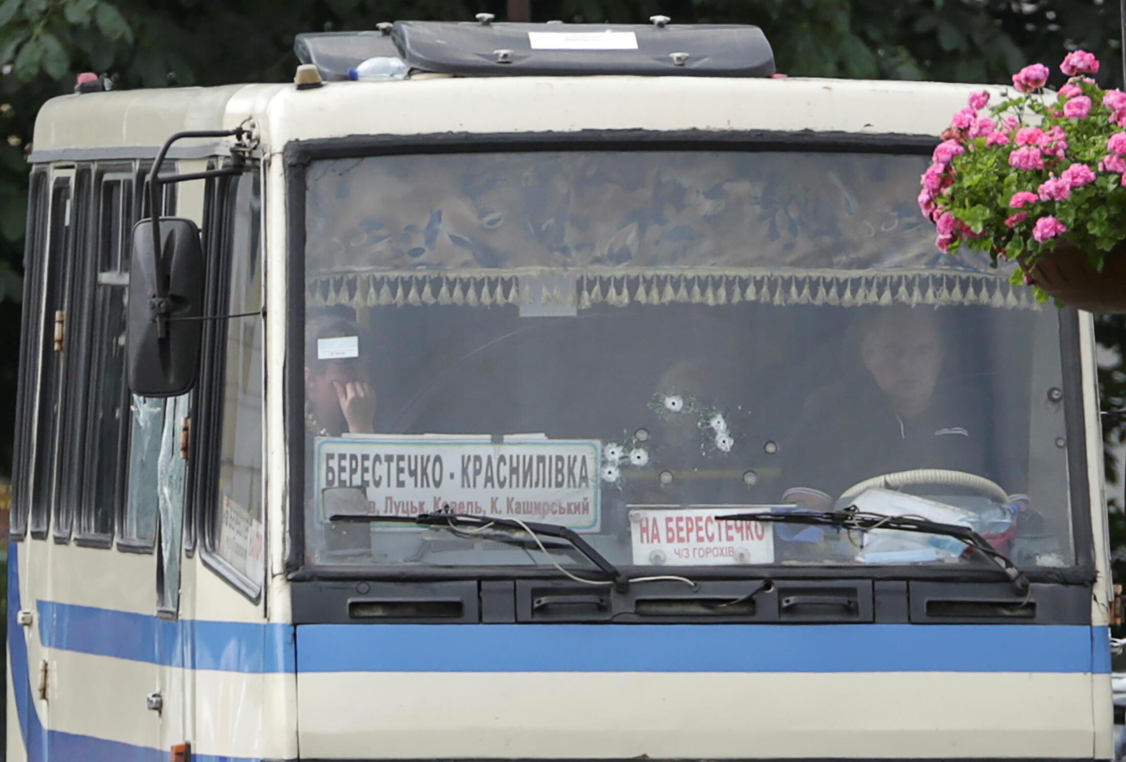 2020-07-21T105403Z_67778915_RC2MXH9AT7WC_RTRMADP_3_UKRAINE-HOSTAGES