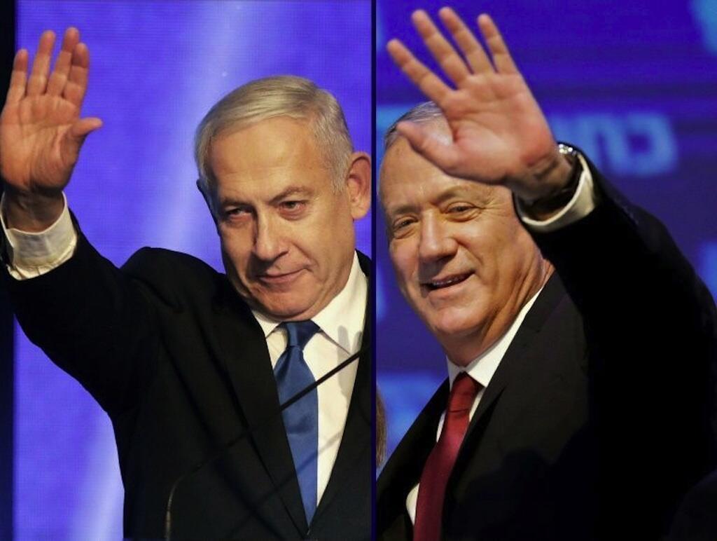 Benjamin Netanyahu (à esquerda) e o antigo rival Benny Gantz fecharam um acordo para formar um governo de união nacional após 500 dias de crise.