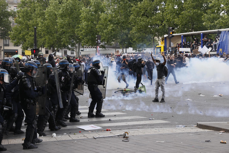 2020-06-13 france paris protest police brutality racism adama traore george floyd