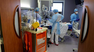 Medical staff treat Covid-19 patients at an intensive care unit in the city of Cambrai, northern France, 25 March 2021.