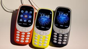 Uma nova versão do clássico celular da Nokia, o Nokia 3310, foi apresentada, neste domingo (26), em Barcelona.