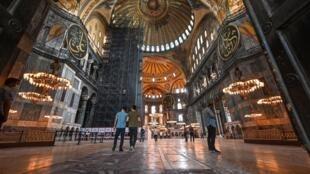 Visitantes en Santa Sofía de Estambul, el 26 de junio de 2020