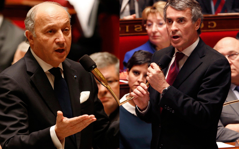O chanceler Laurent Fabius (à esq.) e o ex-ministro do Orçamento, Jerôme Cahuzac, na Assembleia Nacional.