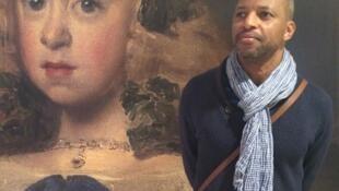 Nú Barreto, artista plástico guineense na exposição Diego Velazquez, em Paris.
