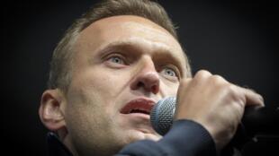 L'opposant Alexeï Navalny lors d'un discours pendant une manifestation à Moscou le 29 septembre 2019. Lui et son organisation font l'objet de plusieurs perquisitions menées par le comité d'enquête russe.