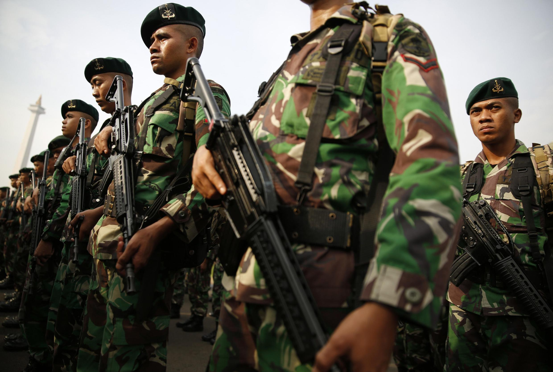 Lực lượng an ninh đề phòng bạo động, trong lúc Tòa Bảo hiến xét đơn kiện của ứng viên Subianto, tố cáo ông Widodo gian lận bầu cử - REUTERS /Darren Whiteside