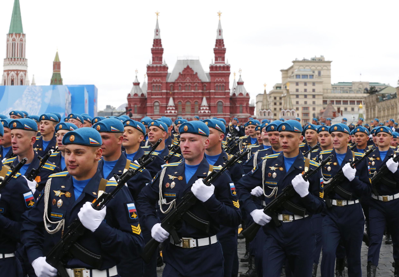 12 mil soldados acompanharam o discurso de Putin e desfilaram pelas ruas de Moscou neste 9 de maio de 2012.