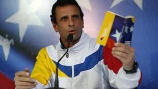 Kiongozi wa Upinzani nchini Venezuela Henrique Capriles amemlalamikia Kaimu Rais Nicolas Maduro kwa kutumia rasimali za umma kujijenga kuelekea Uchaguzi Mkuu