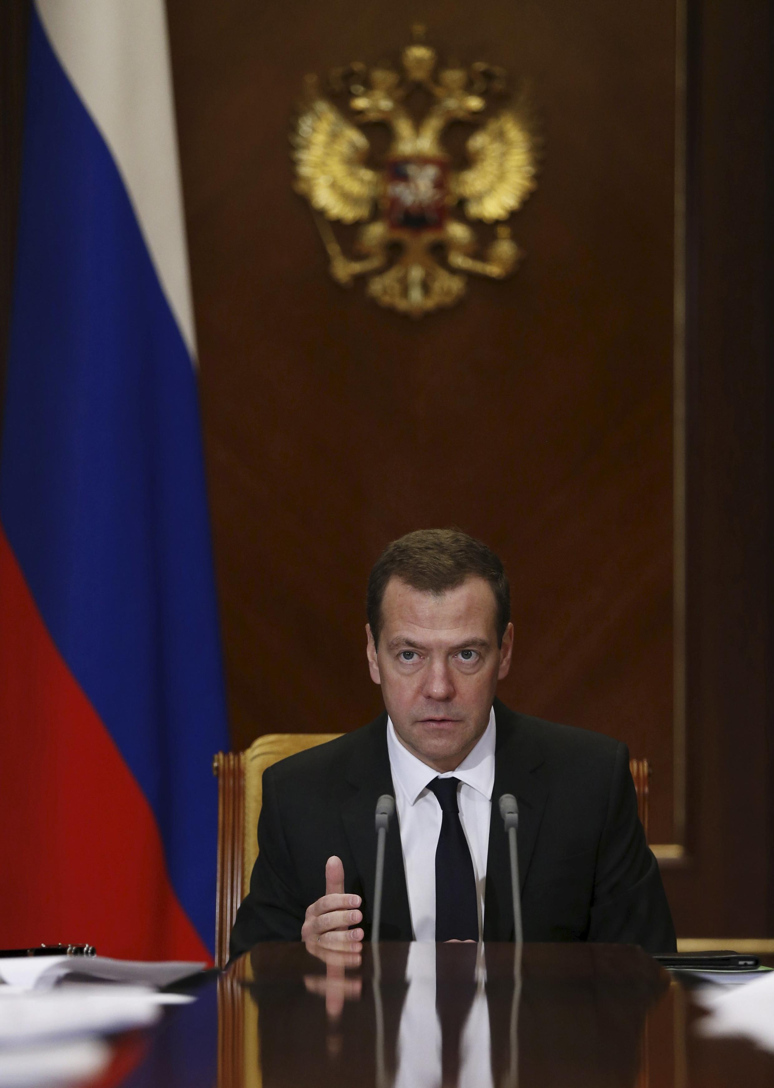 Thủ tướng Nga Dmitry Medvedev chủ trì cuộc họp tại Nhà khách chính phủ Gorki, ngoại ô Matxcơva, ngày 22/12/2015.