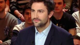 O diretor comercial francês, Arthur Kermalvezen, 34 anos, que descobriu quem é seu pai biológico