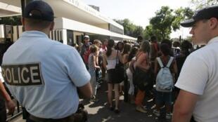 Francia: según un estudio del Observatorio nacional de la delincuencia (octubre 2010), la proporción de muchachas delincuentes menores de edad está en aumento.
