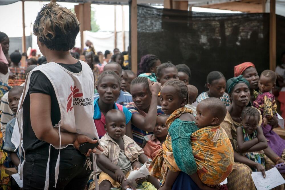 Personnel soignant et patients dans les locaux de MSF, au camp de réfugiés de Mpoko, à Bangui, Centrafrique. (Image d'illustration)