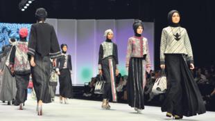 """نمایش کلکسیون لباسهای مارک معروف ایتالیایی  Dolce & Gabbana """"دولچه & گابانا"""" تحت عنوان """"مد باحیا """"mode pudique"""