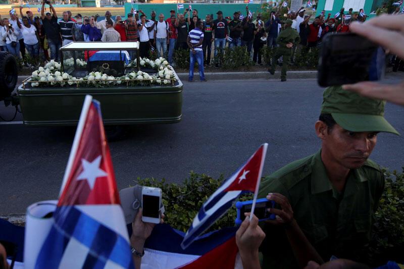 Le cortège funéraire de l'ancien président cubain Fidel Castro au cimetière à Santiago de Cuba. 4 décembre 2016.