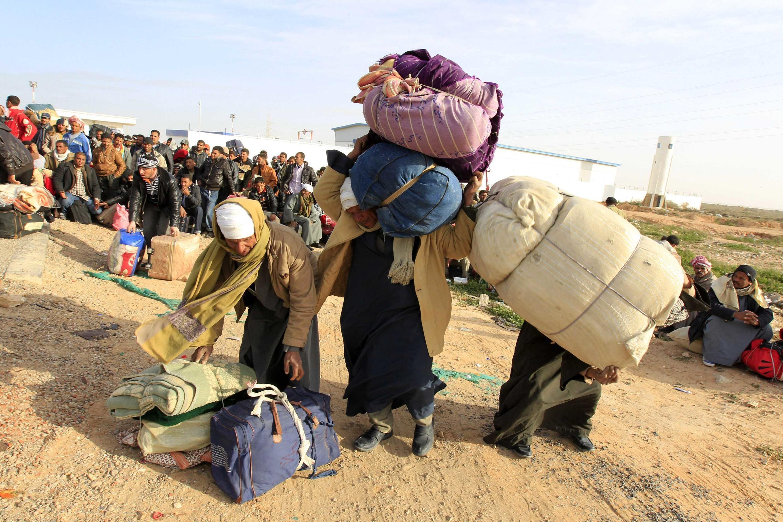 Miles de personas han huido de Libia hacia Túnez desde el 20 de febrero de 2011.