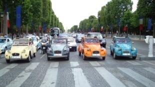 "Los propietarios de ""citronetas"" (que no estén certificadas como autos de colección) ya no podrán circular por París si fueron mantriculadas antes de 1997."